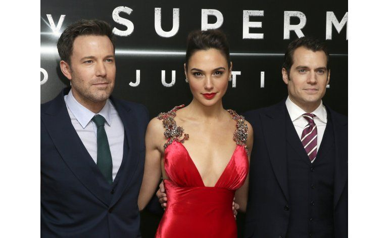Batman v Superman recauda $170MM pese a las malas críticas
