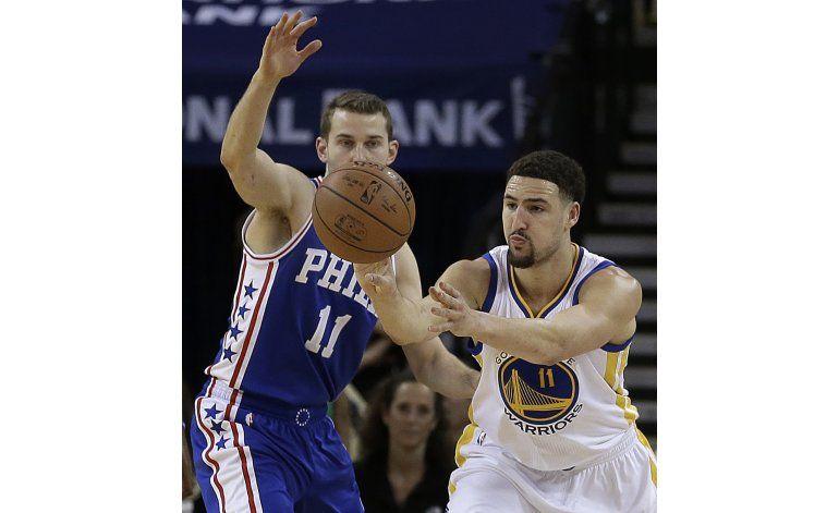 Thompson anota 40 otra vez; Warriors doblegan a 76ers
