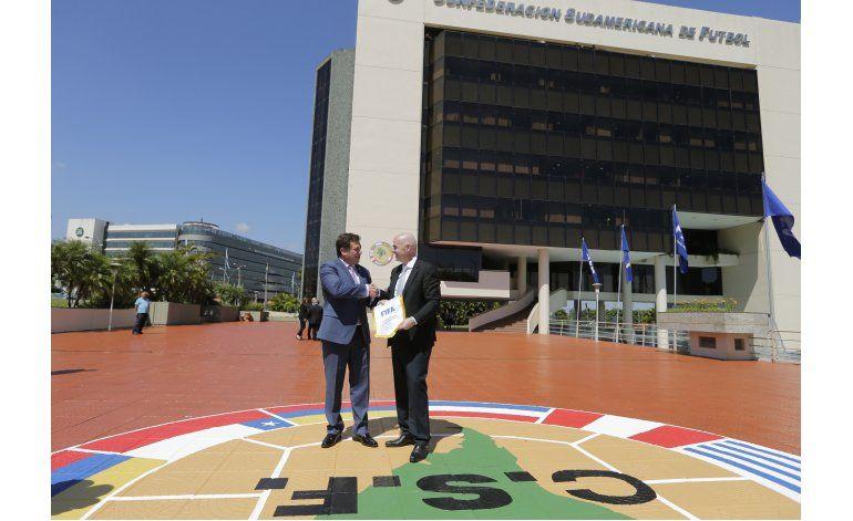 Infantino se reúne con presidentes de CONMEBOL y de Paraguay