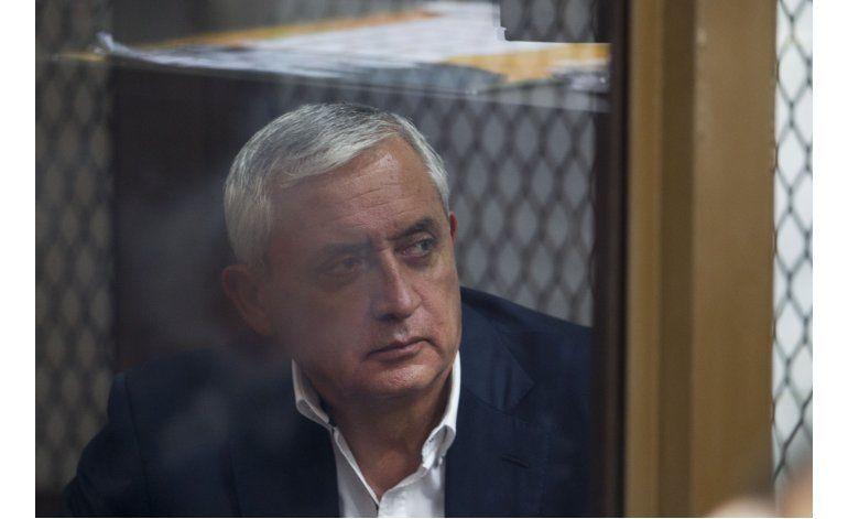 Suspenden audiencia para definir juicio a Pérez Molina