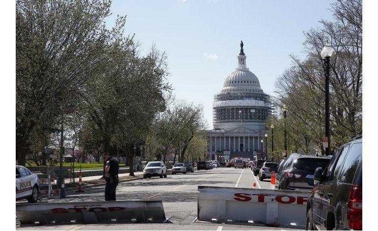 Policía hiere a hombre que sacó arma en Congreso de EEUU
