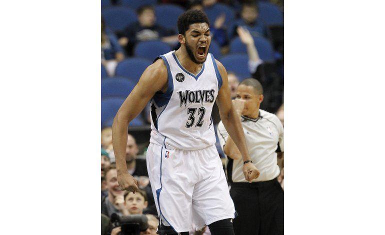Con doble doble de Towns, Wolves vencen a Suns
