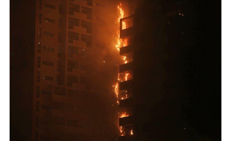 Apagado el incendio en rascacielos de Emiratos Árabes Unidos