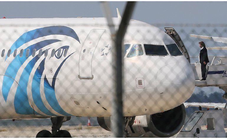LO ULTIMO: Policía evacúa playa próxima a avión EgyptAir