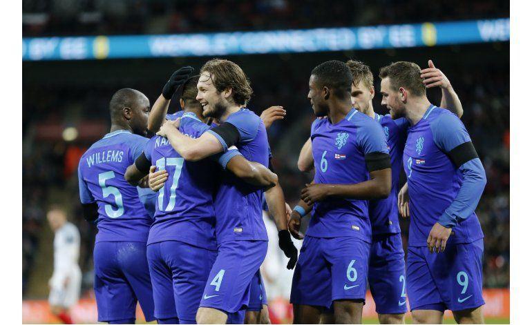Holanda le baja los humos a Inglaterra en Wembley