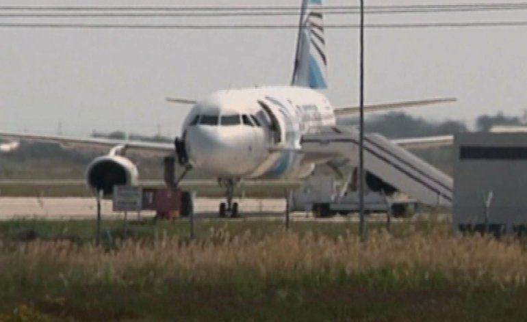 Pirata secuestra avión egipcio