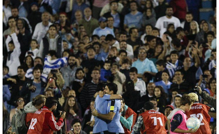 Uruguay se apodera del liderato tras vencer a Perú