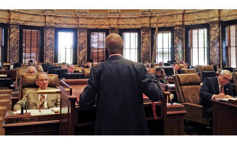 Senado de Mississippi aprueba guardias armados en iglesias