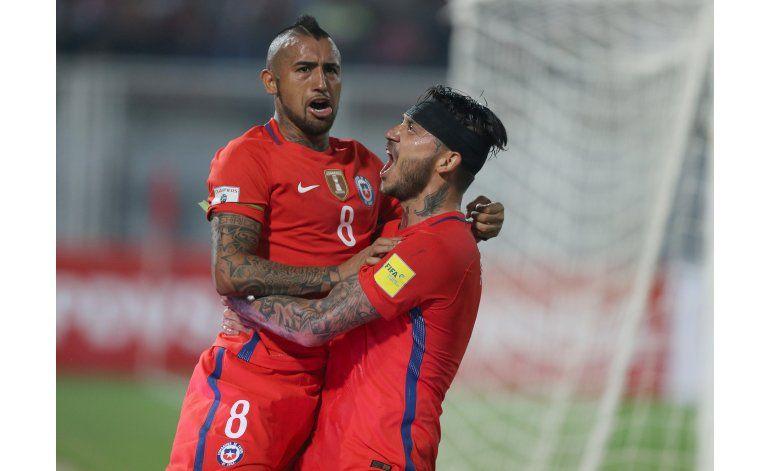 Pinilla y Vidal iluminan a Chile al golear a Venezuela