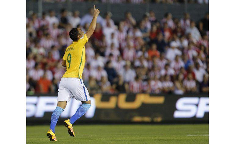 Mundial: En descuentos, Brasil rescata empate ante Paraguay