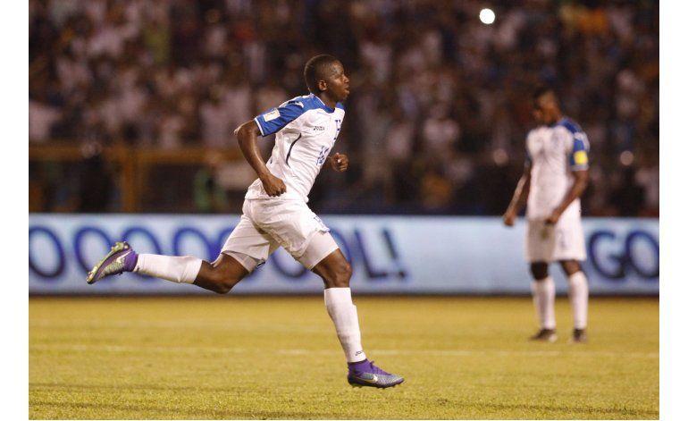 Honduras vence a El Salvador y revive en la CONCACAF