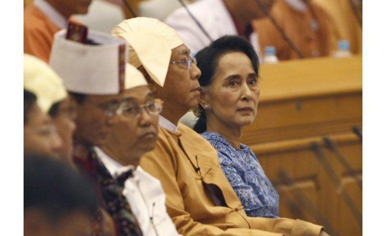 Aliado de Suu Kyi jura el cargo de presidente en Mianmar