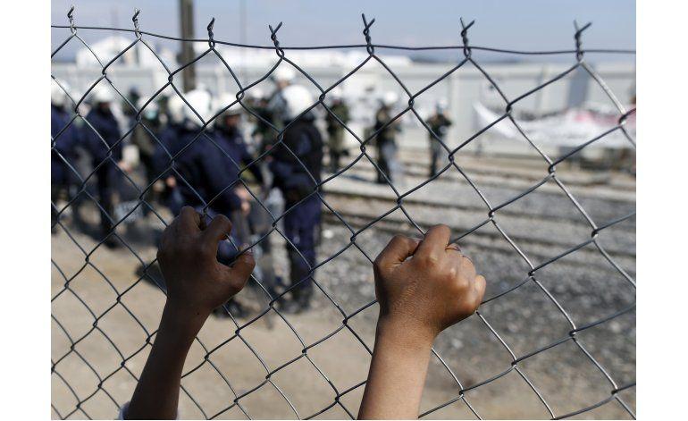 París: Evacúan campo de migrantes cerca de estación de metro