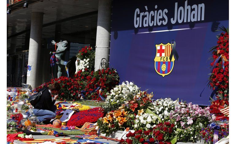 Iniesta: Barsa quiere dedicar el clásico a Cruyff