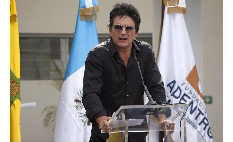 Ricardo Arjona inaugura 2da escuela en Guatemala