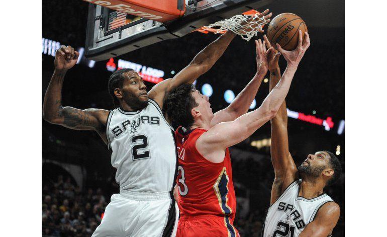 Spurs vence a Pelicans e impone récord de la NBA