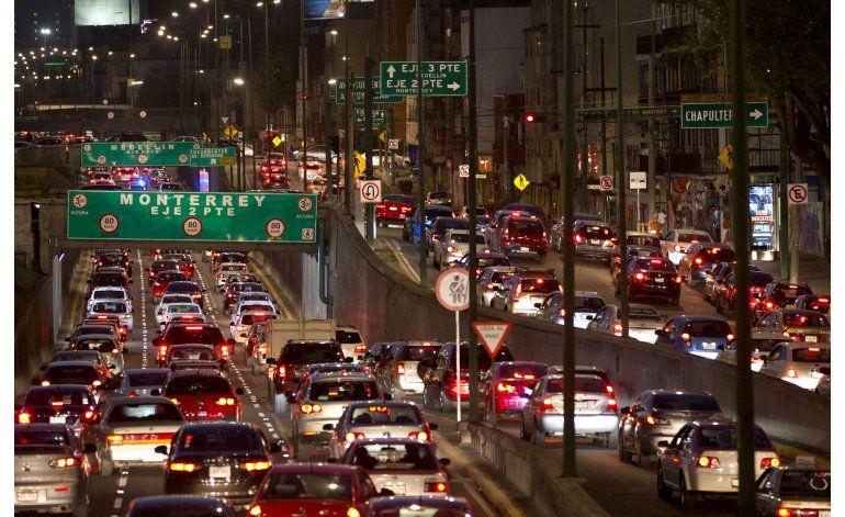 Ciudad de México restringe uso vehicular por contaminación