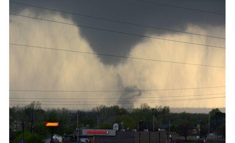 Tormentas y tornados causan estragos en sur de EEUU