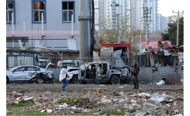 Turquía: Bomba mata a 7 policías en el sureste