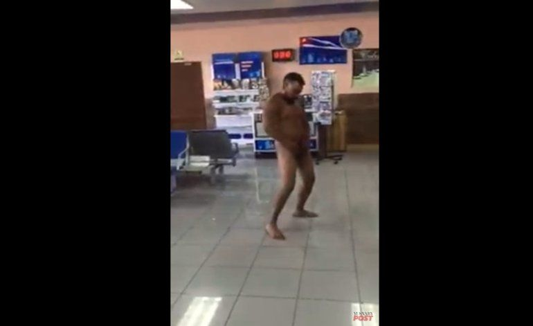 Un hombre se desnuda en el Aeropuerto de La Habana y agrede a un agente
