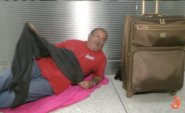 La conmovedora historia de un cubano que estuvo durmiendo por un mes en el Aeropuerto de Miami