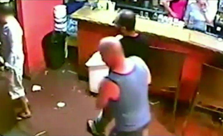Hispano ataca con machete en restaurante