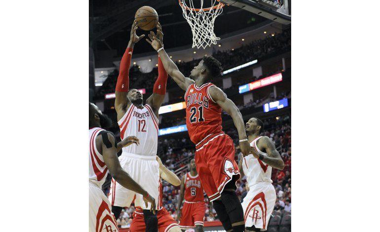 Mirotic anota 28 puntos y lleva a Bulls a vencer a Rockets