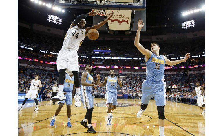 Babbitt lidera a Pelicans en triunfo sobre Nuggets