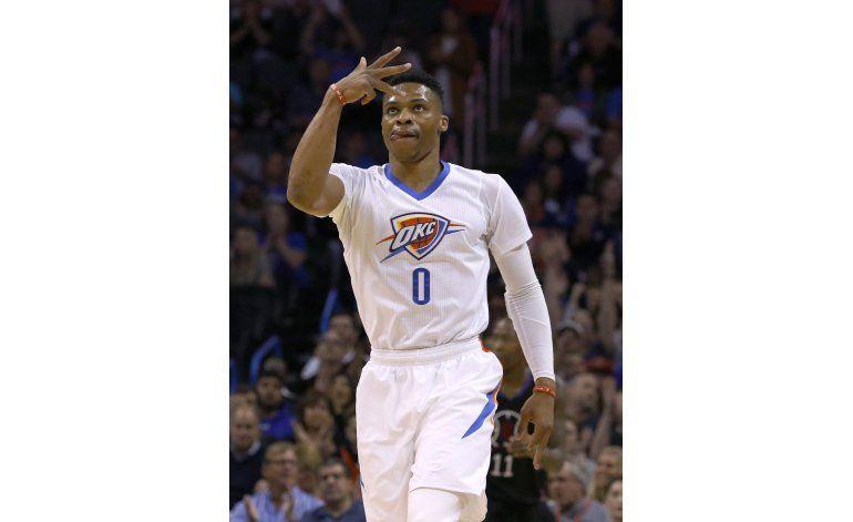 Enceste de Adams le da el triunfo al Thunder sobre Clippers
