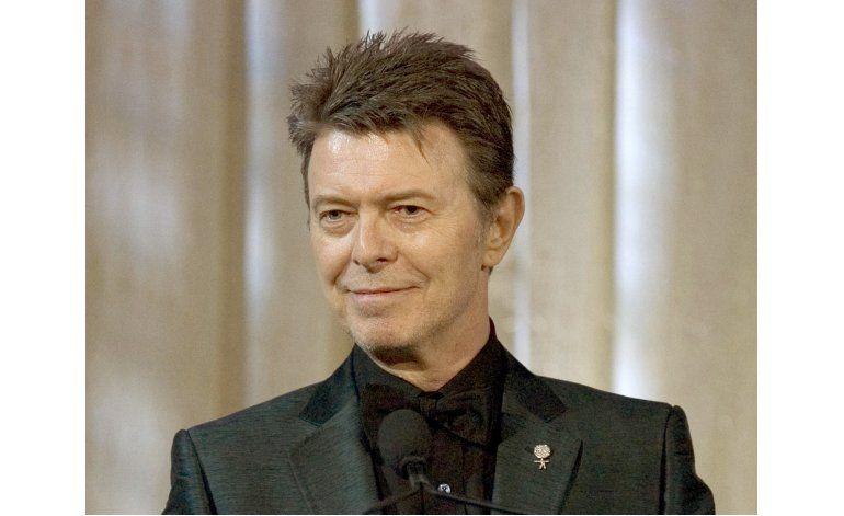 Rockeros rinden homenaje a David Bowie