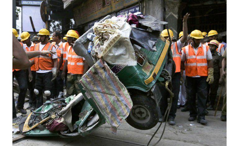 India: Cinco detenidos por colapso de paso elevado