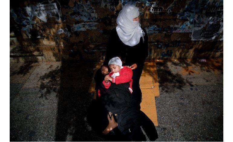 Fotos AP: Refugiados sirios piden para sobrevivir en Beirut