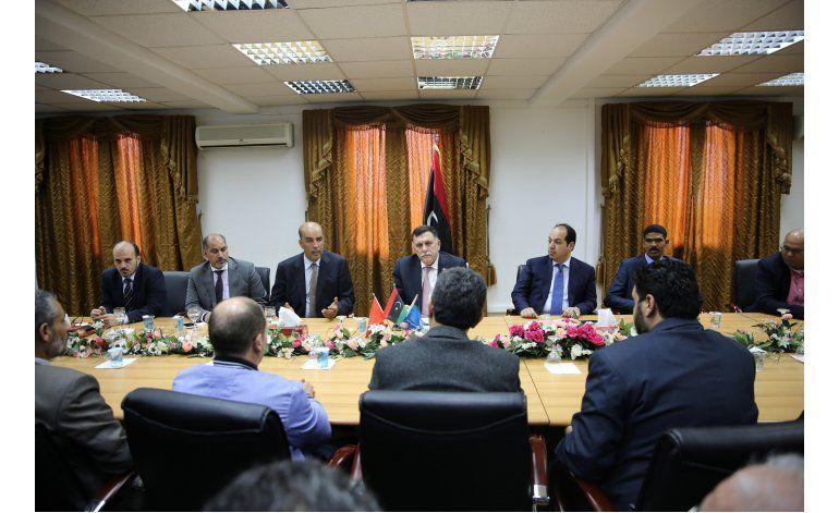 UE sanciona a 3 libios por bloquear gobierno apoyado por ONU