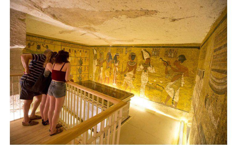 Exploran la tumba de Tutankamón en busca de Nefertiti