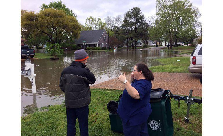 Tormentas y tornados dejan devastación en este de EEUU