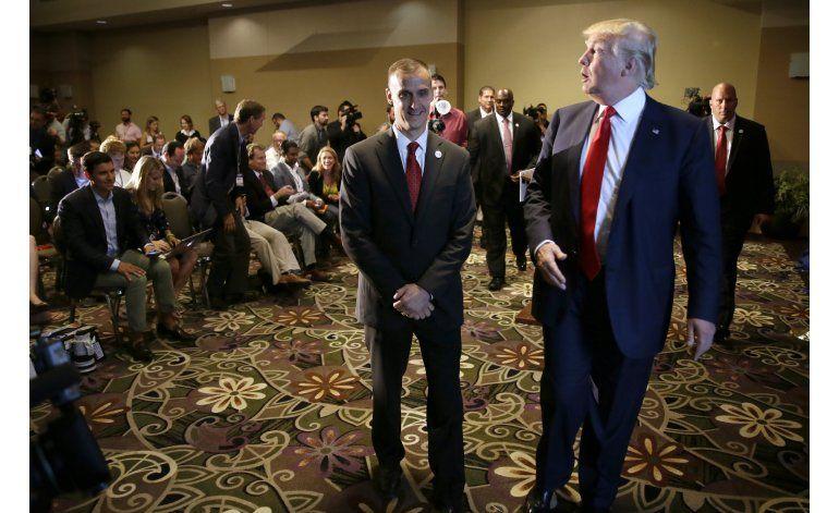 Trump presume su lealtad al defender a su jefe de campaña