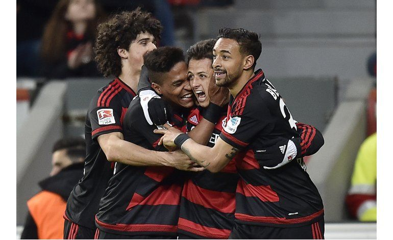En 30 minutos, Chicharito da la victoria al Leverkusen