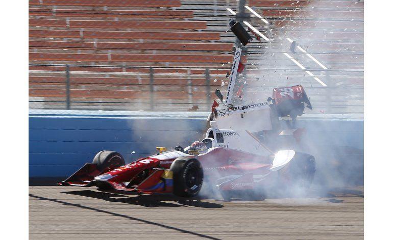 Colombiano Muñoz, lesionado en clasificación de IndyCar