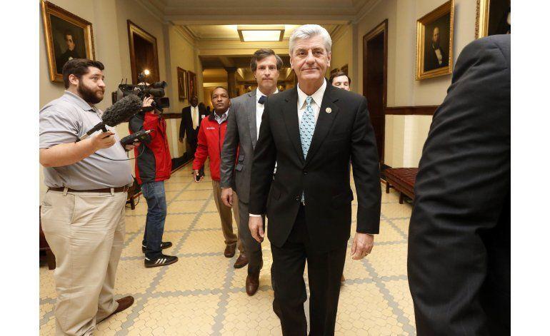 Gobernador de Mississippi recibe ley antigays