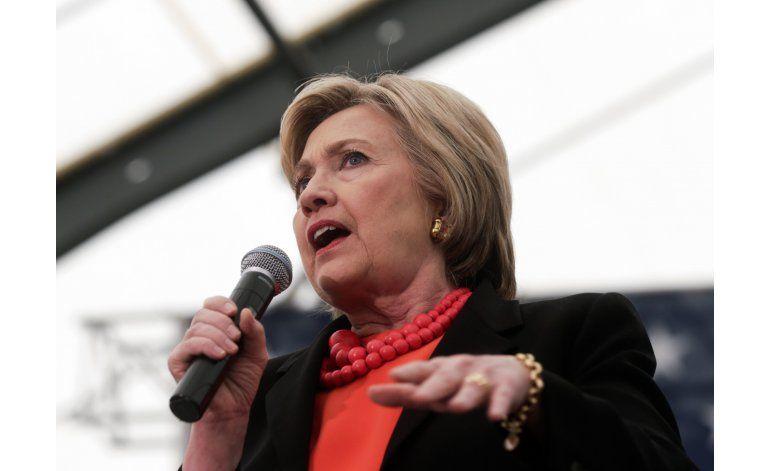 Aumenta irritación de Hillary Clinton hacia Bernie Sanders