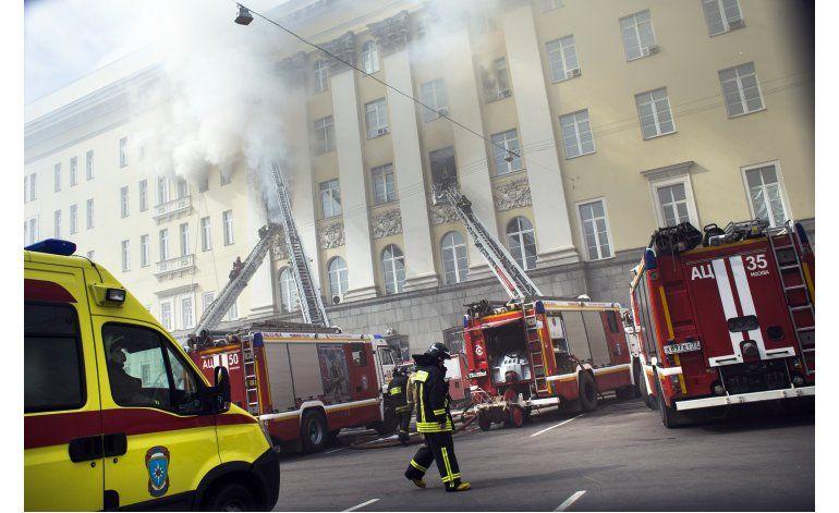 Incendio en edificio del ministerio ruso de Defensa en Moscú