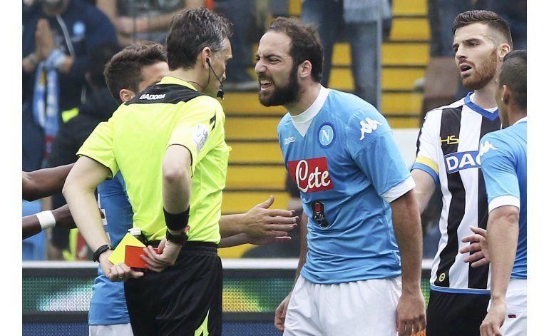 Napoli naufraga ante Udinese y se rezaga del líder Juventus