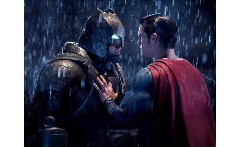 Bajan ingresos de taquilla de Batman v Superman