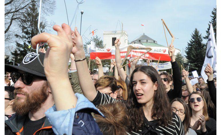 Protestan contra prohibición del aborto en Polonia