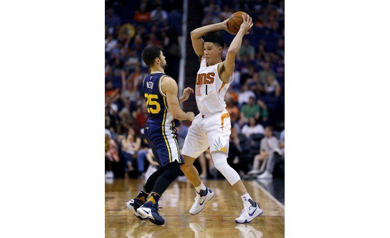 Jazz gana a Suns y mantiene vivas aspiraciones de playoffs