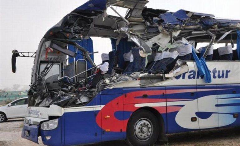 Aparatoso accidente en Sancti Spíritus deja dos muertos y 28 heridos