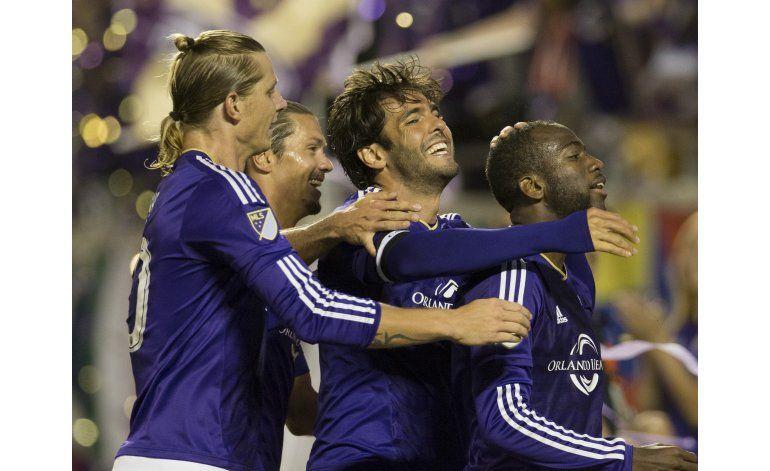 Kaká anota gol y pone pases para otros 2; Orlando aplasta