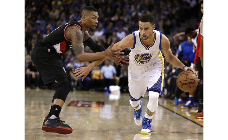 Warriors vencen a Portland y se recuperan de derrota en casa