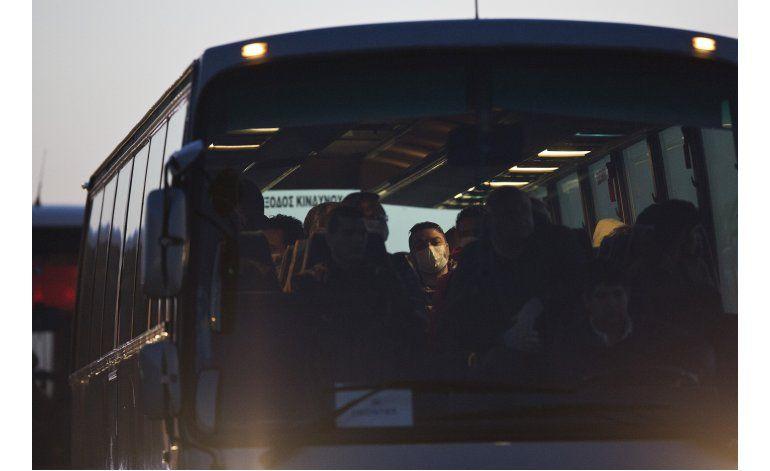 LO ULTIMO: Llegan a Alemania primeros sirios desde Turquía
