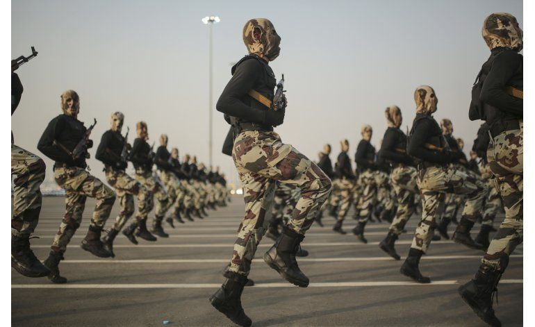Gastos militares mundiales suben a 1,7 billones de dólares